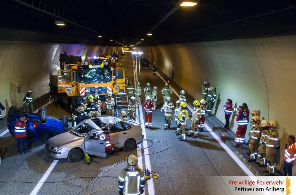 "Übung ""Schwerer Verkehrsunfall auf der S16"""